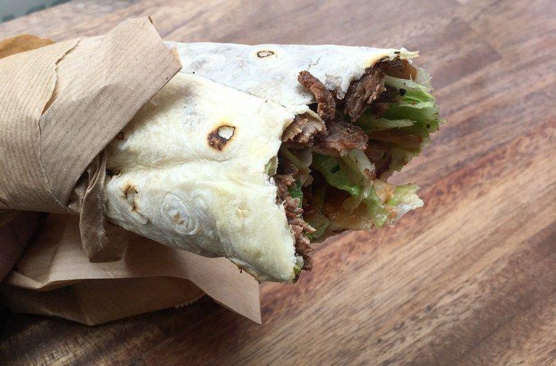 Knivskarp rulle med skært oksekød på Royal Shawarma Bar i Ryesgade