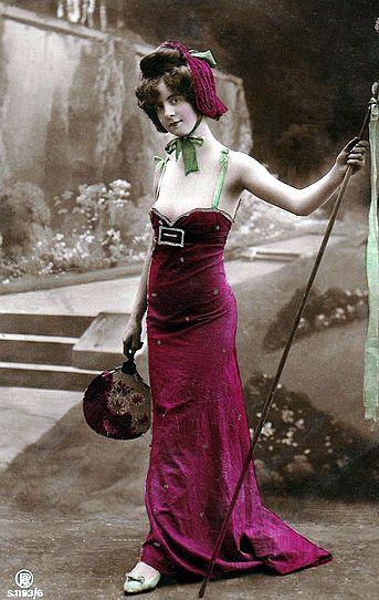 Colección de postales antiguas revela la belleza de la mujer en distintas partes del mundo