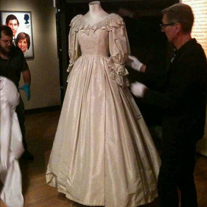Diana, Princess of Wales wedding dress | Royal Fashion | Pinterest ...