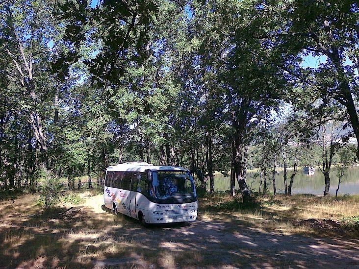 Microbus en rodaje de serie de TV