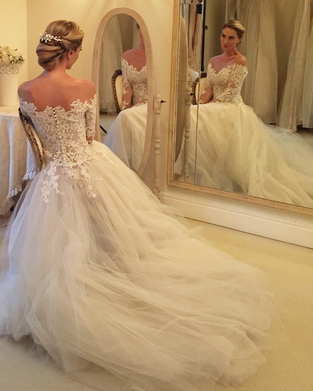 Nossa princesa @raqueltolardo  Pente @renatabernardoatelier  Cabelo e make @marcodebarros13 da @agenciafirst  Vestido @wanda_borges  Foto @larissafelsen  #noiva #bride #casamento #wedding by constancezahn