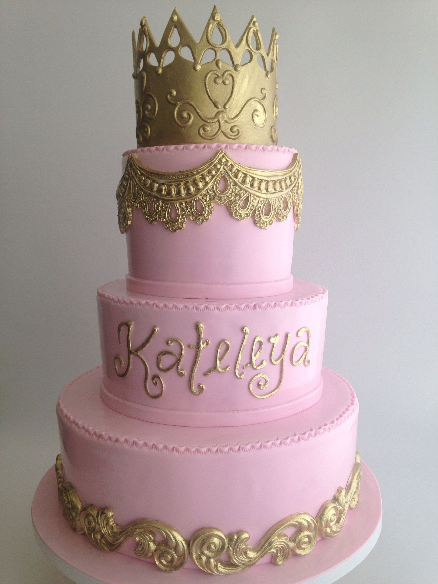 3724 Pink and gold birthday cake with gold crown Gold birthday