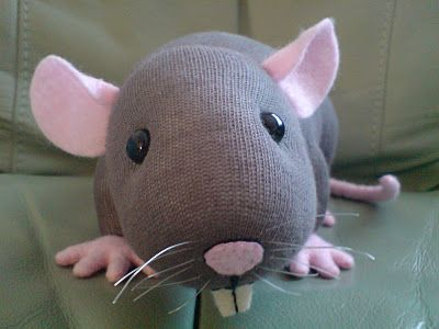 Sock rat, no tutorial, just inspiration.  I absolutely must make this.