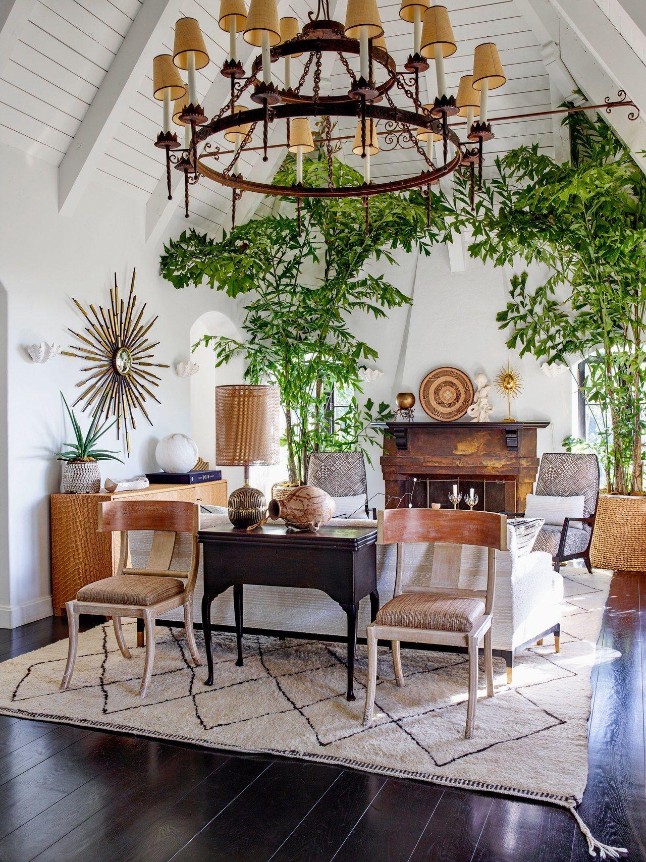 In the living room, Anne Sokolsky designed custom raffia
