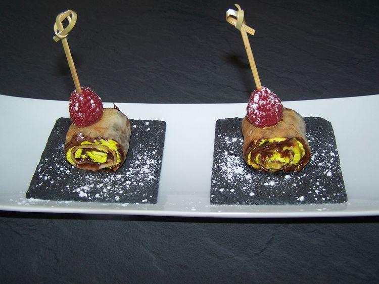 Découvrez la recette Roulé de crêpes pistache chocolat sur cuisineactuelle.fr.
