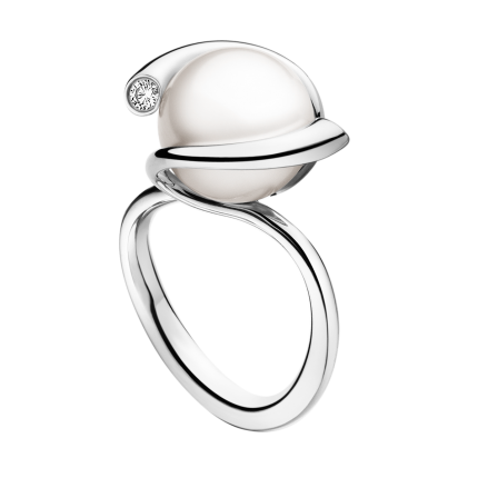 Georg Jensen MAGIC ring - 18 kt. white gold with fresh cultured pearl and brilliant cut diamonds. #pearls (georgjensen.com)