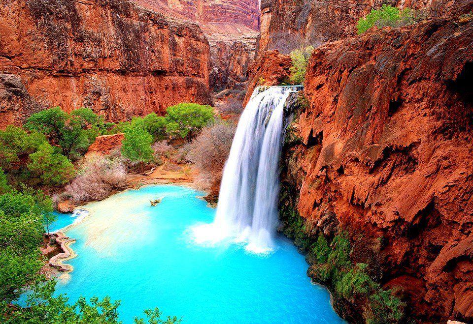 Havasu Falls in the middle of the Grand Canyon, Arizona