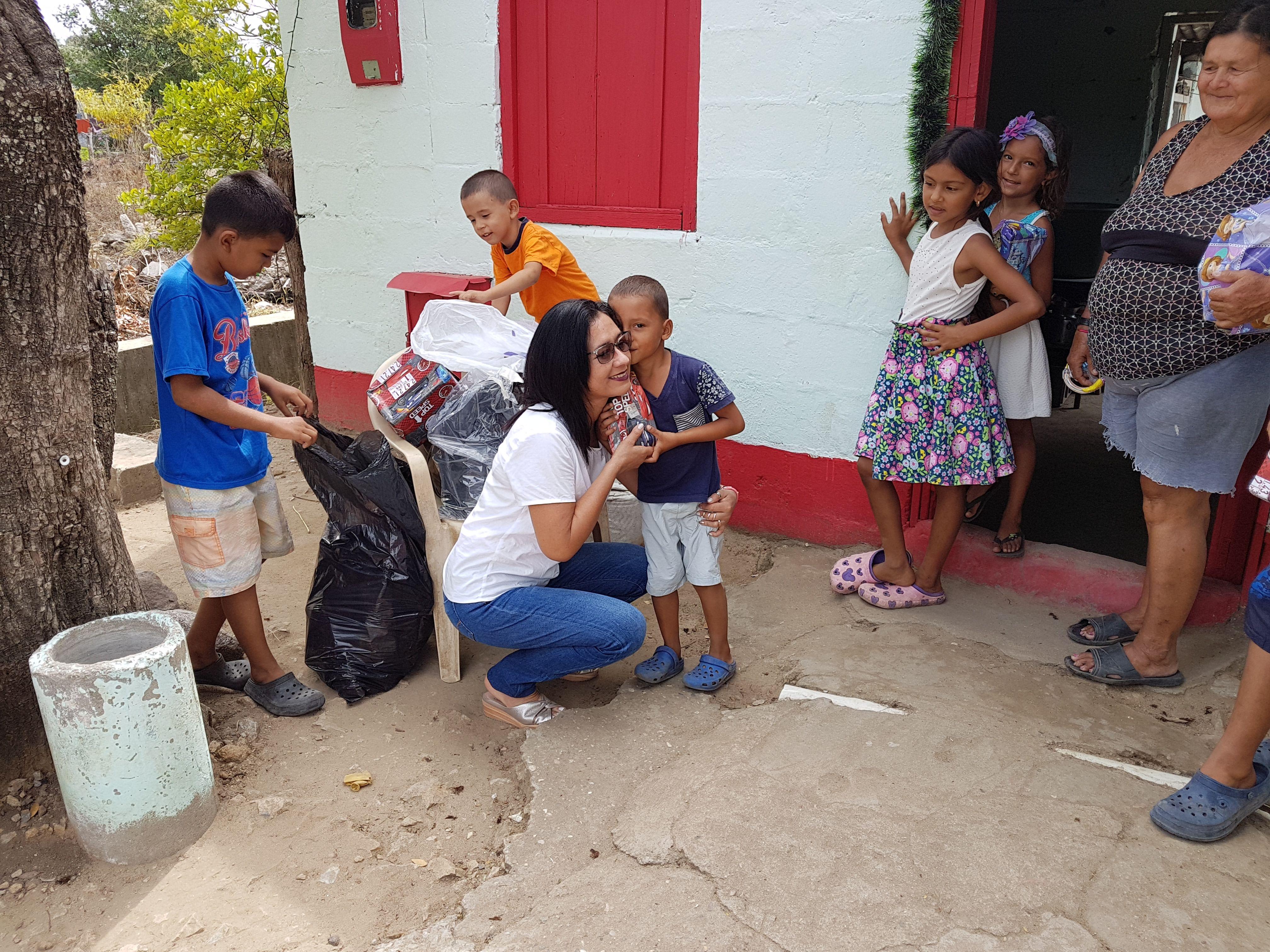 Navidad Para Los Ninos Y Ninas De Alvarado Tolima En 2020 Ninos Razones Para Sonreir Navidad