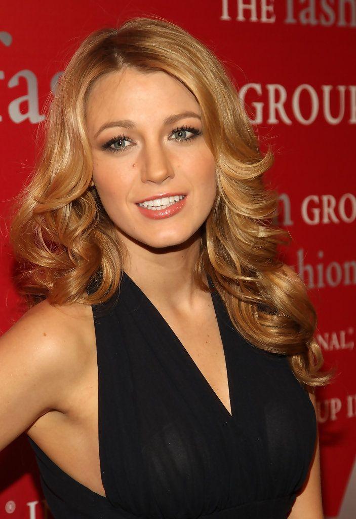 Fall Hair Hues Blog Blake Lively S Golden And Honey Blonde Locks Long Hair Styles Honey Blonde Hair Hair Styles