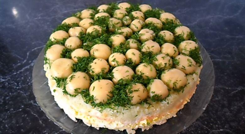 Слоеный салат «Грибная поляна» | Еда, Идеи для блюд и Салаты