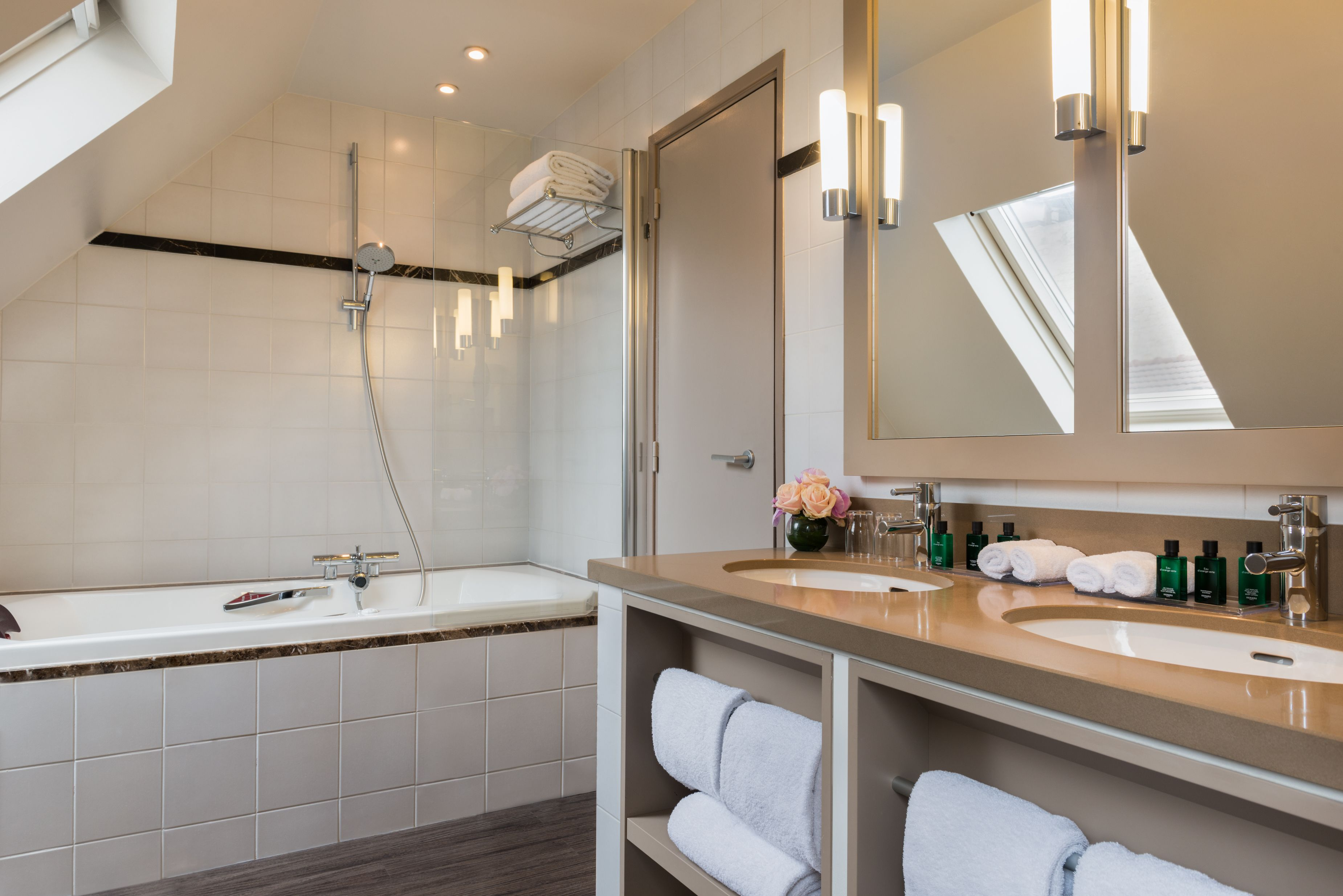 Hotel Le Tourville - Salle de Bain | Hotel Le Tourville | Pinterest