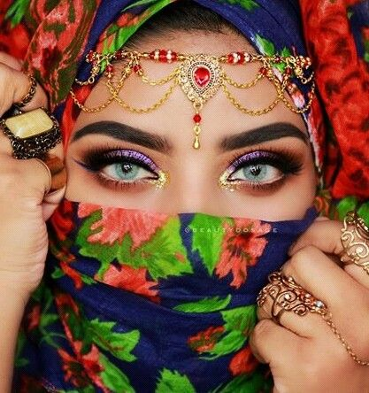 pin von cynthia monteiro manisha auf make up eyes pinterest auge farbenfroh und indische. Black Bedroom Furniture Sets. Home Design Ideas