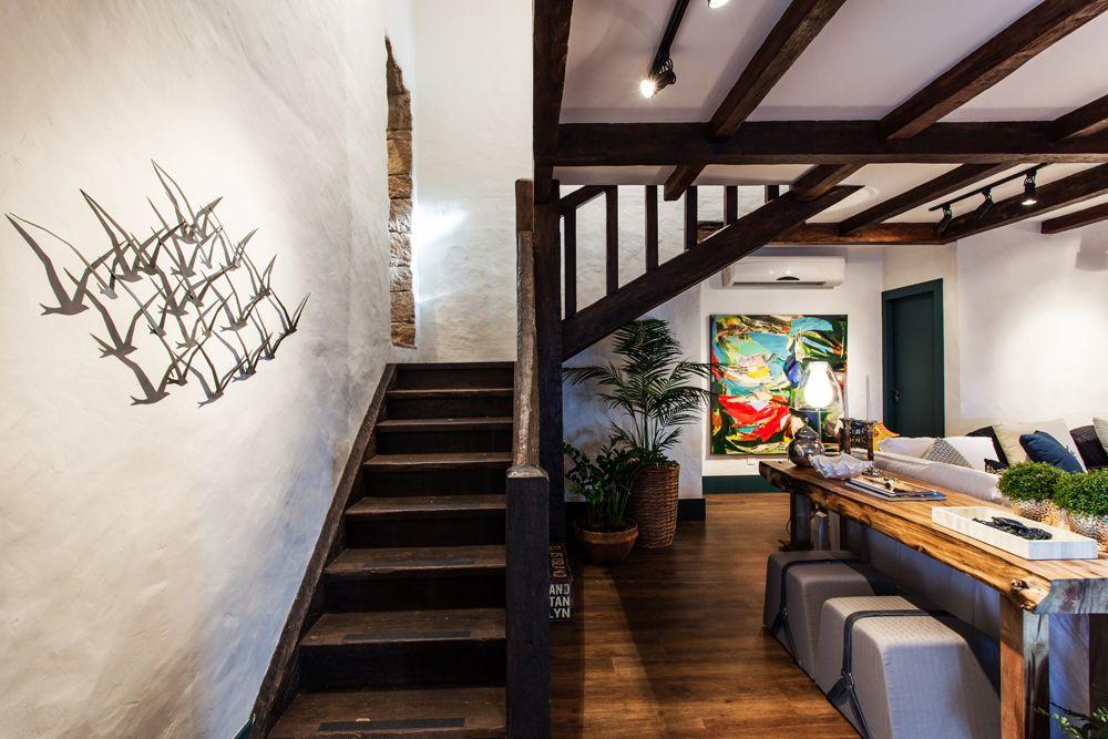 Decoração de: Escada - madeira rústica; Casa de Valentina