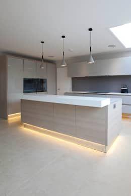 Uma cozinha moderna com ilha arkdesign pinterest moderne k che k chen design und neue k che - Moderne wohneinrichtung ...