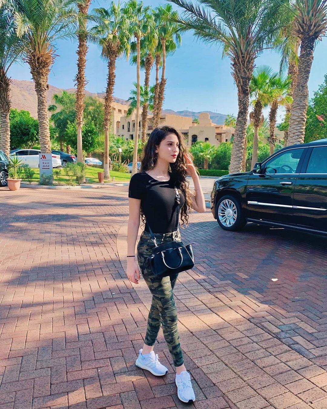 Lifeassara لايـف آز ســارة On Instagram والله كانت طشة جميلة أنا ليش روحت Printed Tunic Dress Selling Clothes Clothes