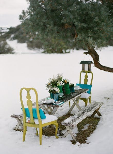 Even tho it's in the snow....this would be such a romantic place to have a romantic meal (just rug up!)