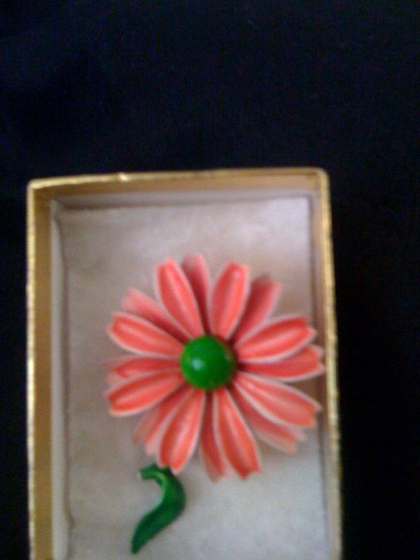 Pink Painted Daisy pin