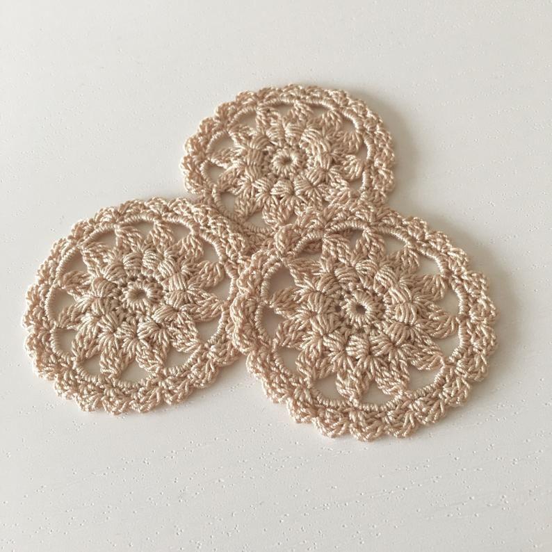 Uncinetto Shabby.Flower Crochet Appliques 10 Tiny Doilies Handmade Crochet Decorative Medallion Crochet Napkin Embellishments Decor For Cushions 2 2 Crochet Applique Handmade Crochet Crochet Flowers