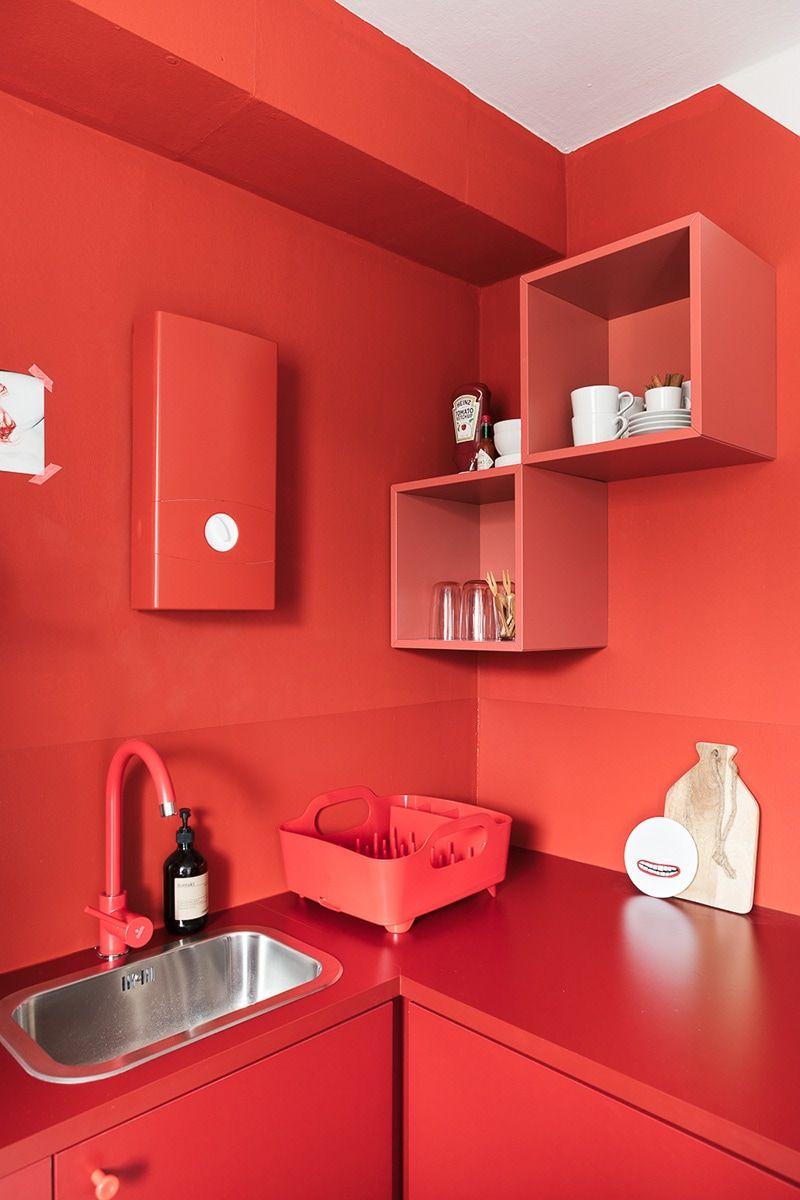 Make-over: Monochrome Ein-Zimmer-Wohnung mit Küche in Marsala | Red ...