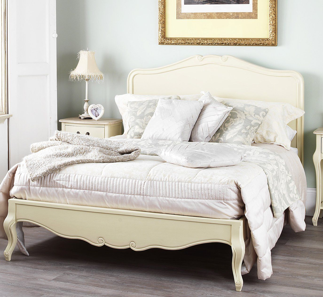 Shabby Chic Champagne 5ft King Bed with wooden headboard