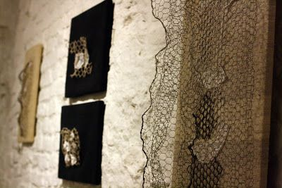 """""""Les Retoiles ou les toiles recyclées"""", personale di Daniela Evangelisti @evvivanoé"""