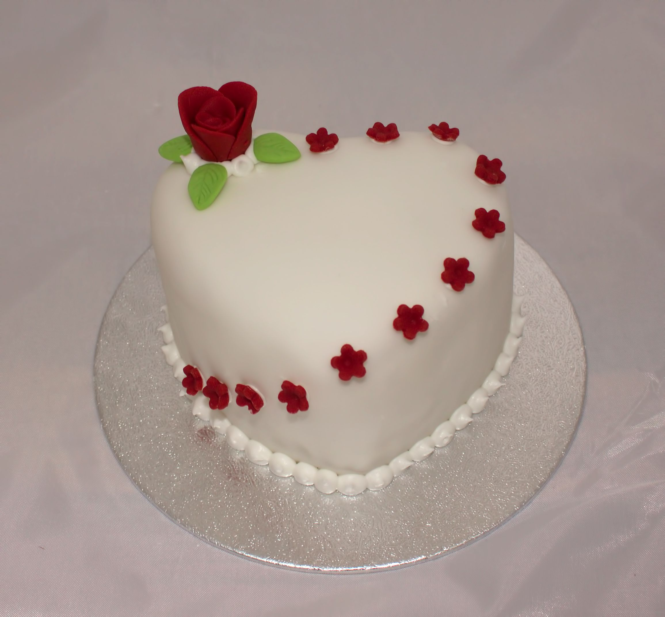 Individual Heart Cake With Edible Red Flowers And Rose
