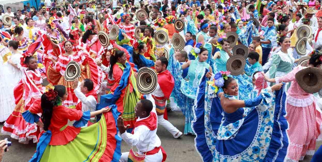 Fotos: Colombia bail 'La pollera color ' por el Guinness ...