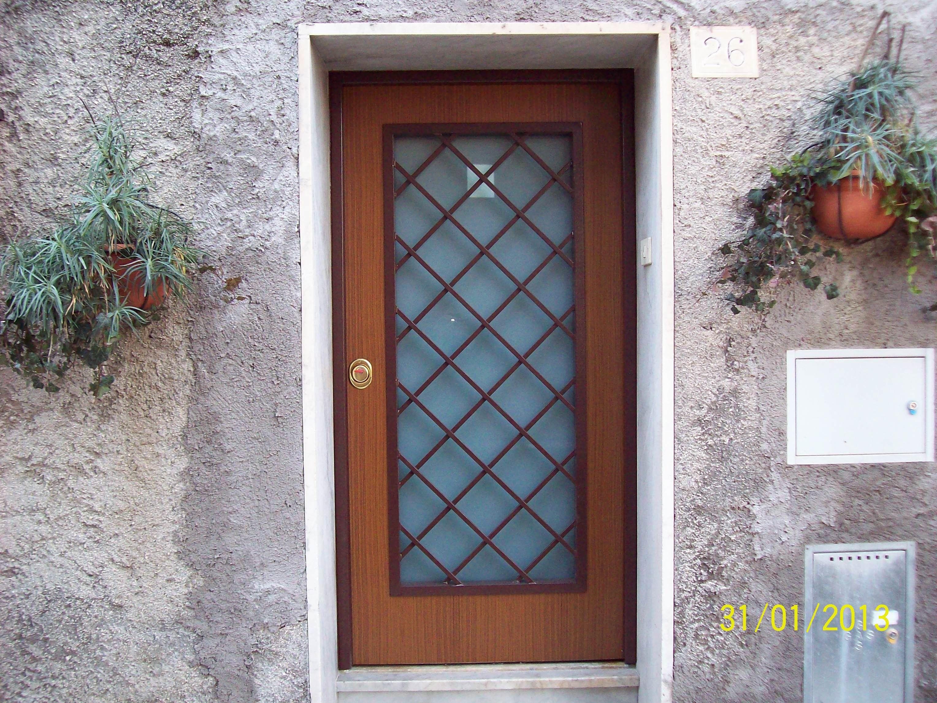 Porta blindata vista esterna con vetro visarm