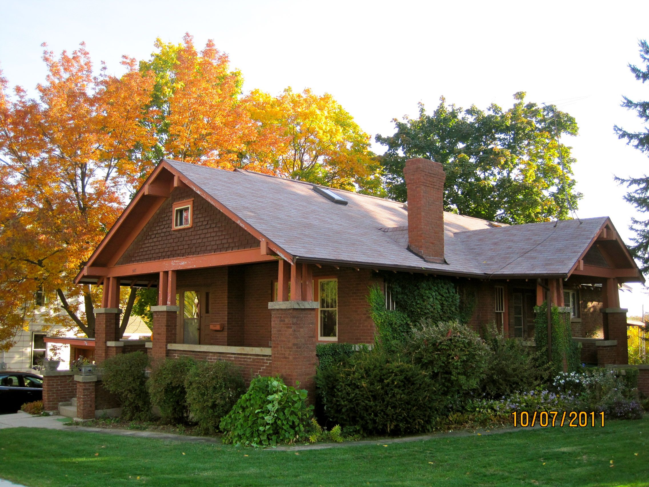 1920 Brick Craftsman Bungalow Kork Looks Like The House You Grew Up In