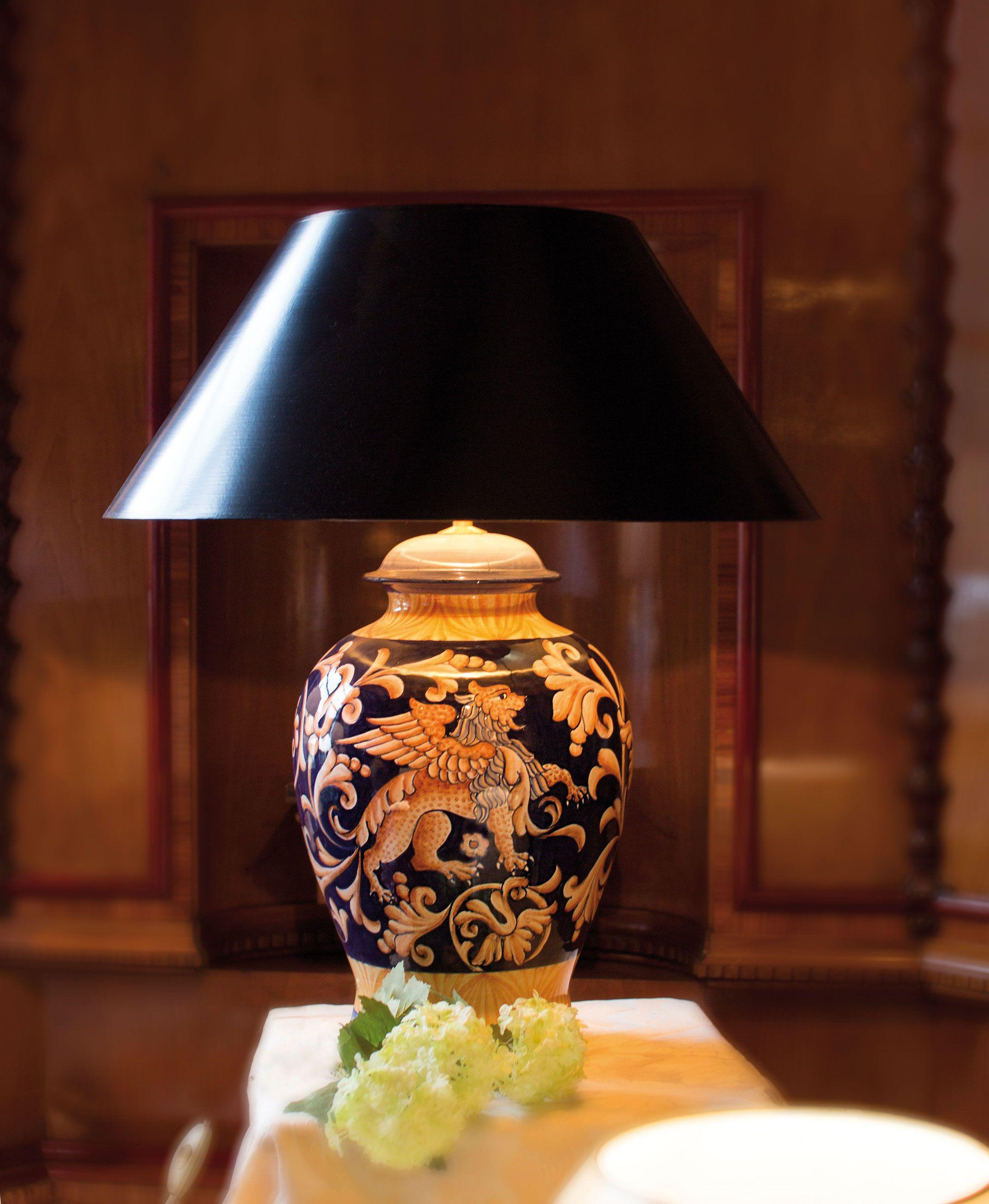 Grosse Tischlampe Tessuto Umbro 63 Cm Mit Schwarzgoldenem Strichlackschirm Art Deco Lampen Lampendesign Schlafzimmerleuchten