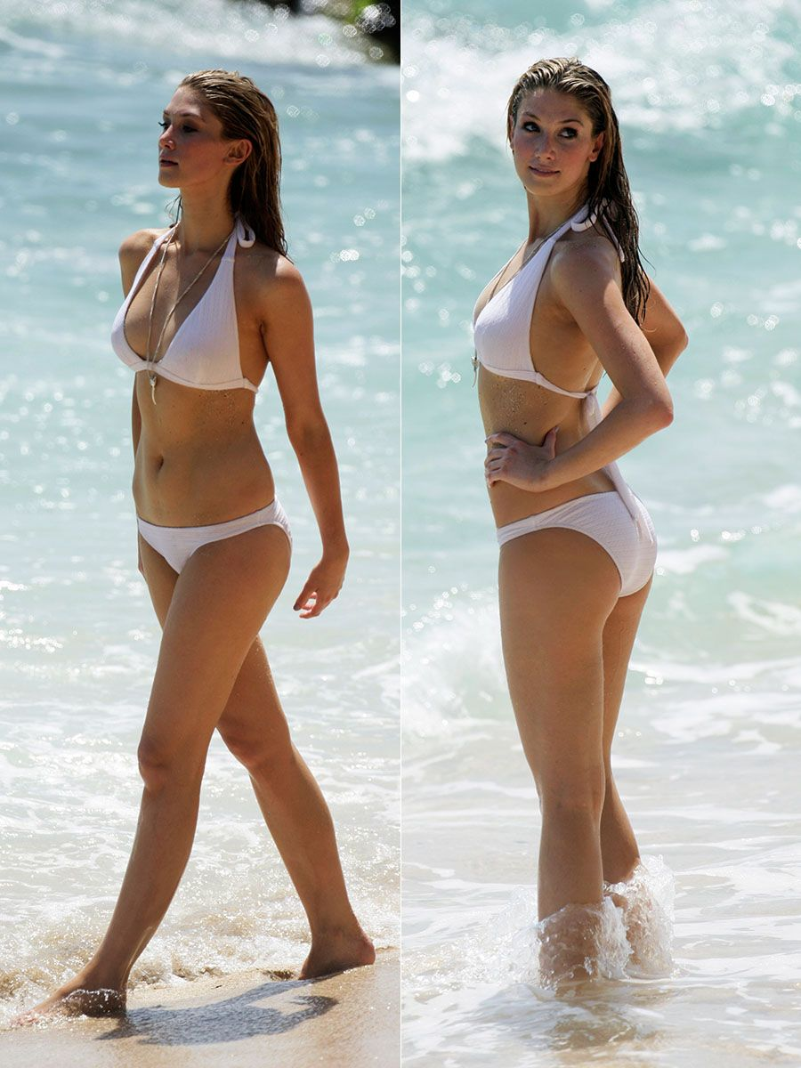 delta goodrem bikini Foto