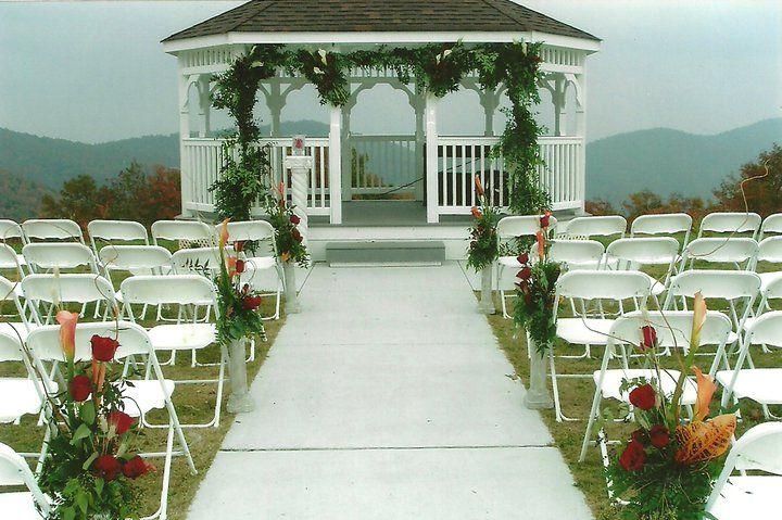 #mountainwedding #fallwedding #wedding #weddingflowers #flowers #florist #georgiaflorist #flowers #bride #georgia #freeconsultation #itsyourparty