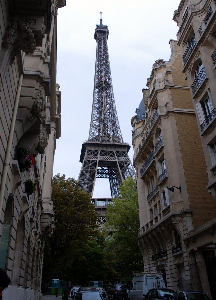 Depuis 123 ans, la tour Eiffel domine Paris