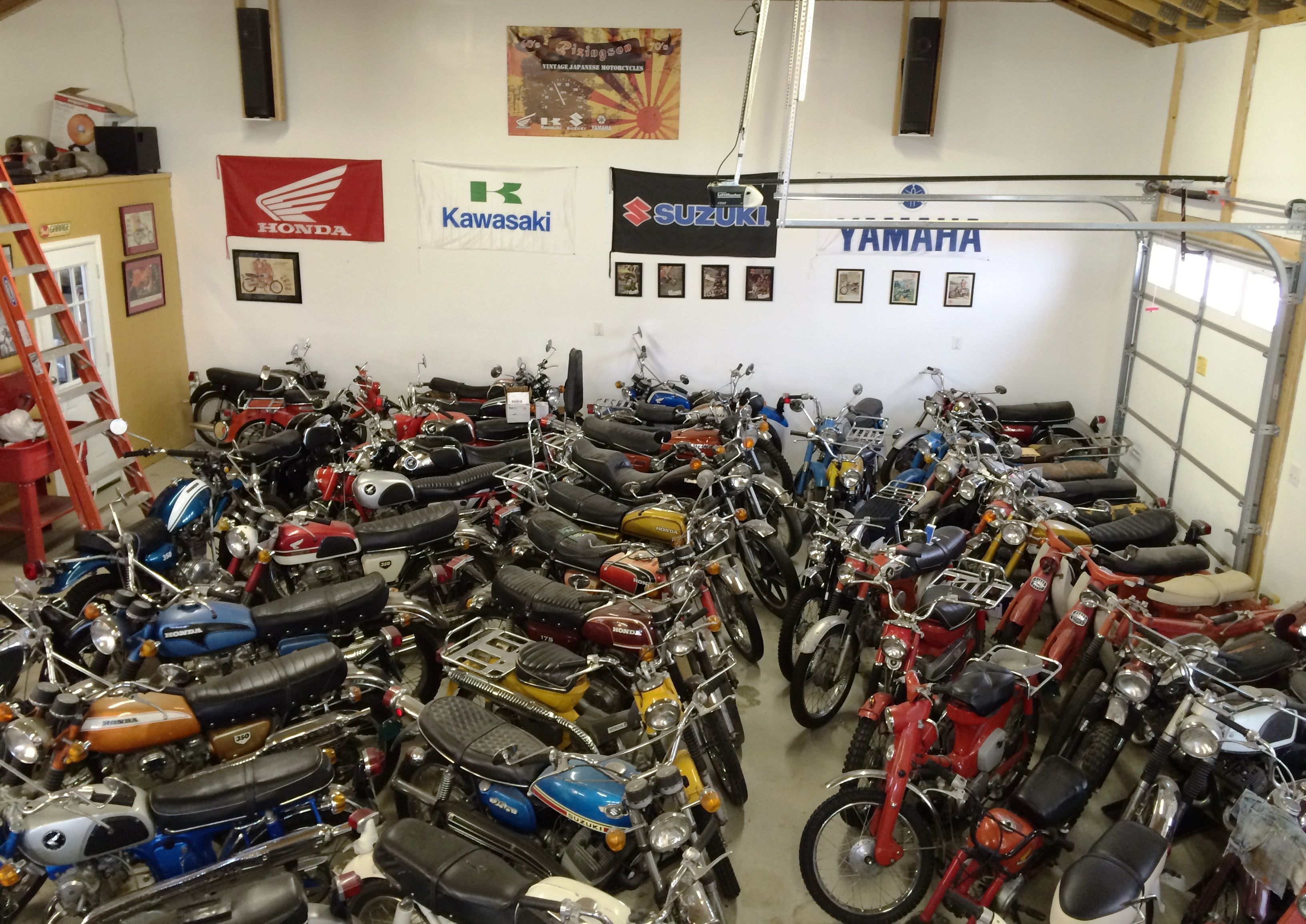 Motorcycle Dream Garage 60's and 70's Japanese Motorcycles collection  (Rizingson Vintage Motorcycle shop)