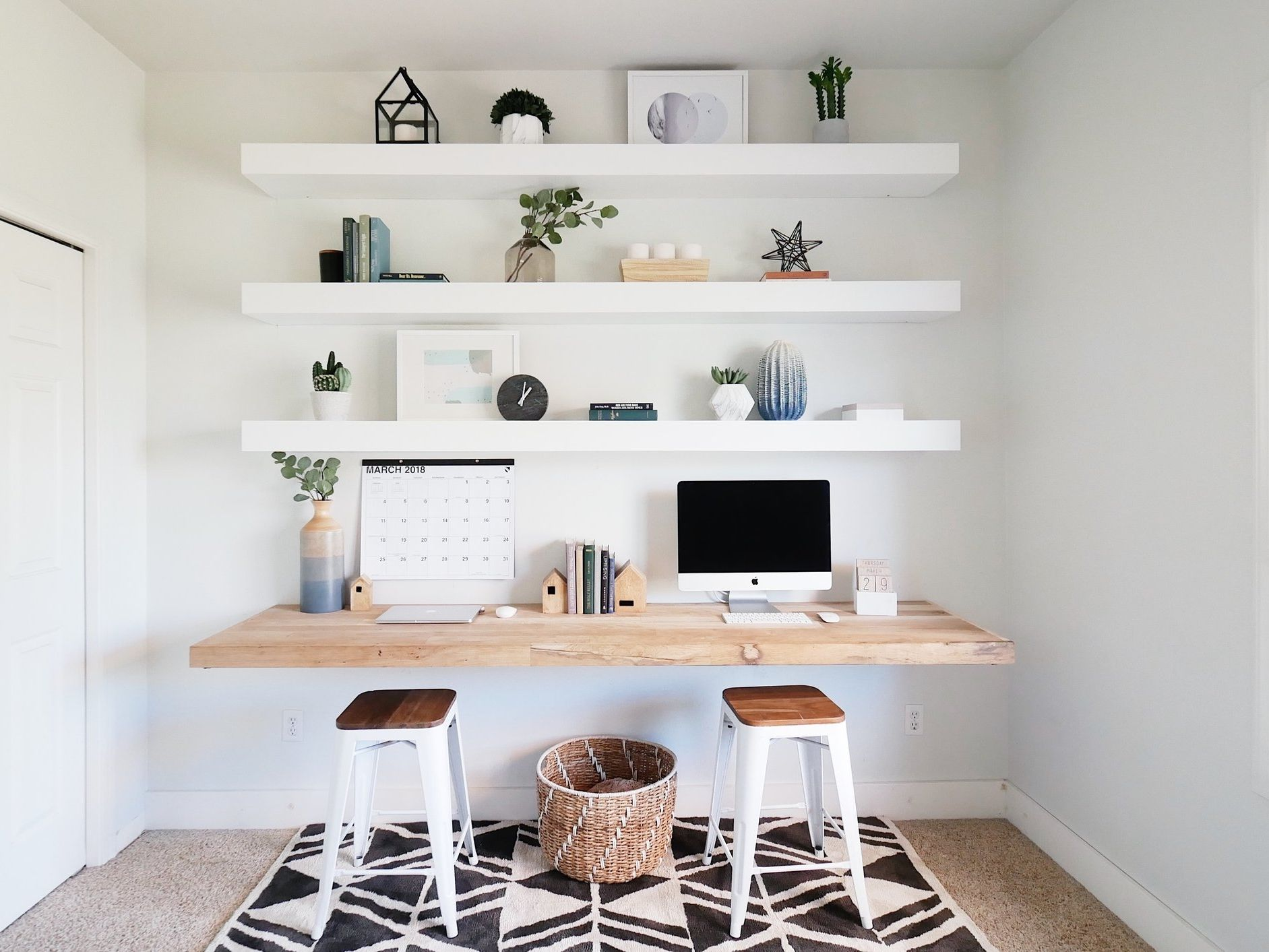 Learn How Decorate Shelves
