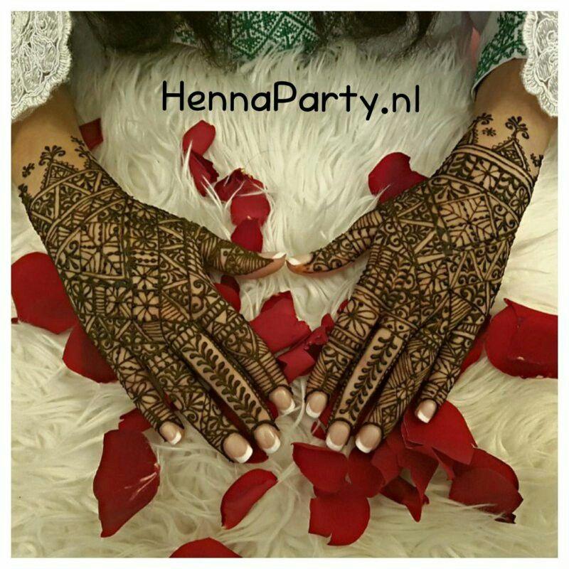 Épinglé par Amira Dati sur Henné | Modèles de henné, Idées ...