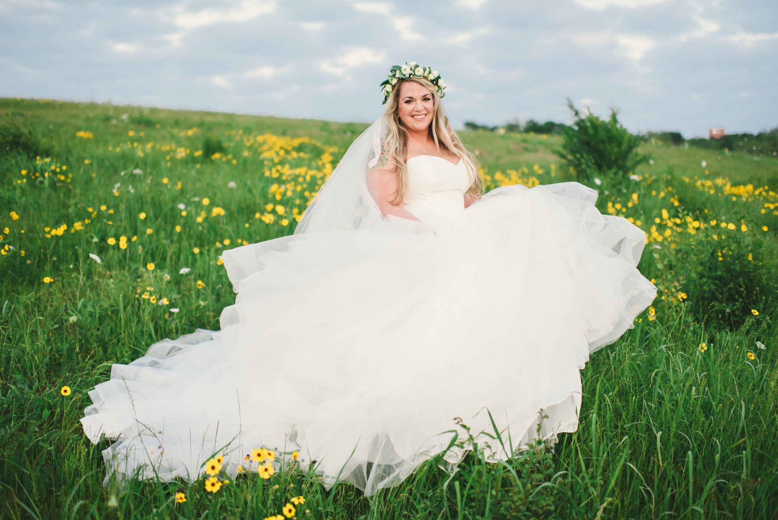 Springtime bridal portrait field of daisy's photo shoot ...
