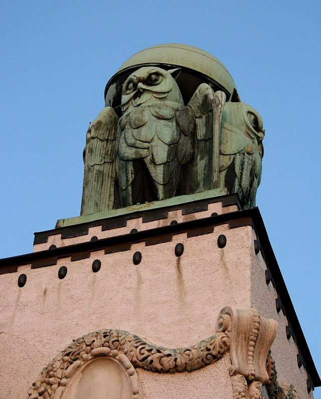Owl One Of Four On State Archive Building In Zagreb Viagens