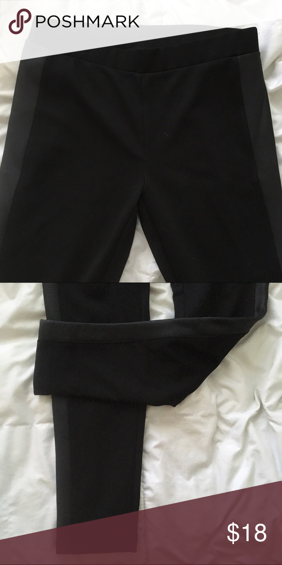 Lou & Grey Faux Leather Leggings Sides of leggings are faux leather material. Overall textured leggings. Feels like ponté pants. Perfect to dress up sweaters. NEVER BEEN WORN! 95% Polyester. 5% spandex. Has some stretch. Lou & Grey Pants Leggings