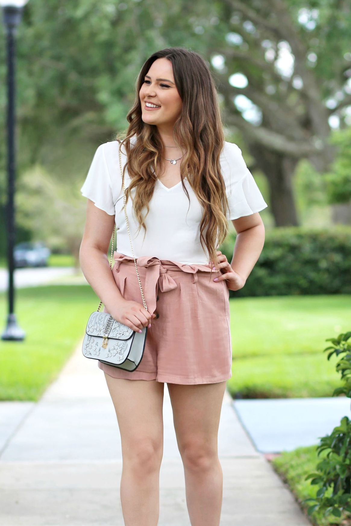 b9a50e633c34 Orlando, Florida blogger Michelle Kehoe of fashion, beauty and lifestyle  blog Mash Elle shares what to wear when it's hot outside!