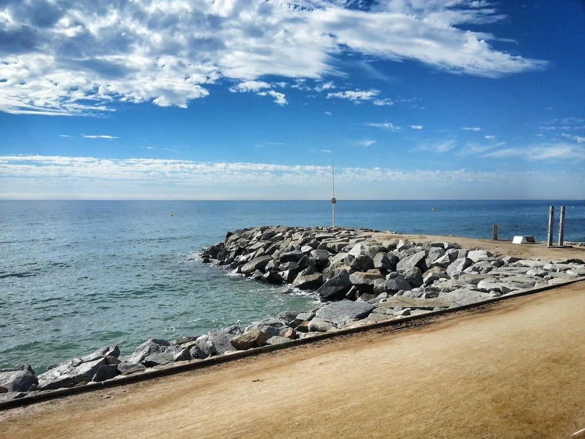 Avantatges De Viure A La Costa Del Maresme I és Que Podem Gaudir De La Platja Durant Tot L Any I Tu Ets Un Gran Amant Del Mar 937 523 941 Vida