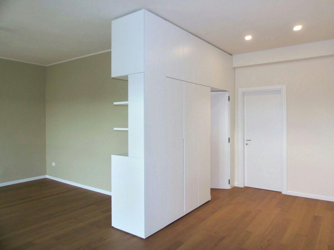 Armadio divisorio con porta integrata. @tlgstudioproject | Divisori armadio, Divisorio, Armadio