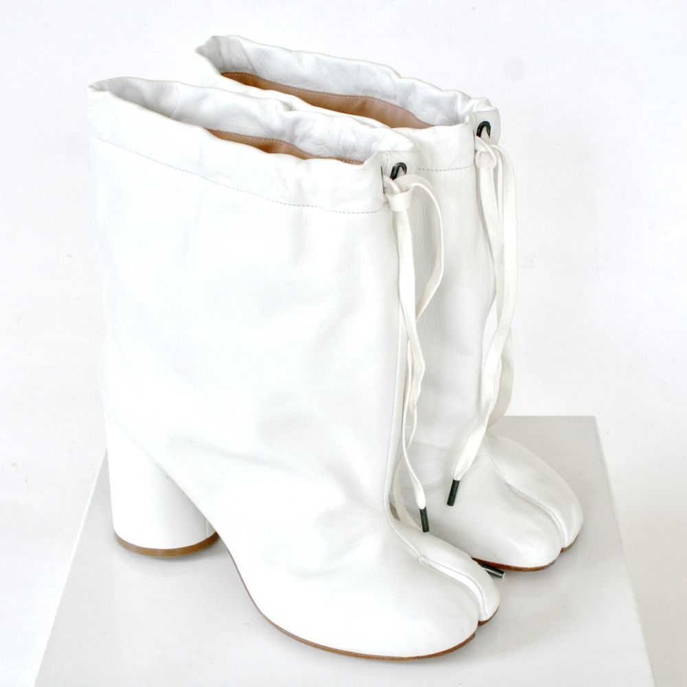 147dbe32ea8 MAISON MARTIN MARGIELA split toe white leather high heel shoes tabi boots  39 NEW  MaisonMartinMargiela  SlouchBoots  margiela  martinmargiela   tabiboots ...