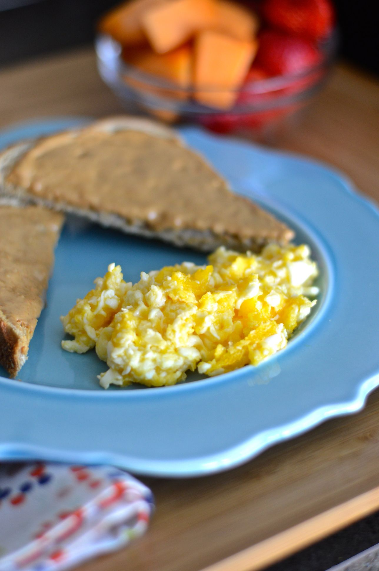 French Style Scramble Eggs With Whole Grain Toast And Peanut Butter 1 Cup Fruit 533 Kcal Month 5 Week 2
