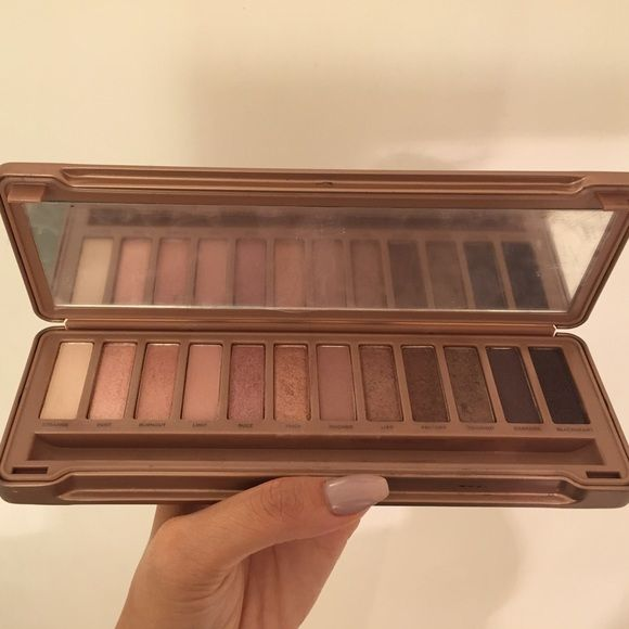 Naked 3 Eyeshadow Palette Used twice. Does not come with brush Urban Decay Makeup Eyeshadow
