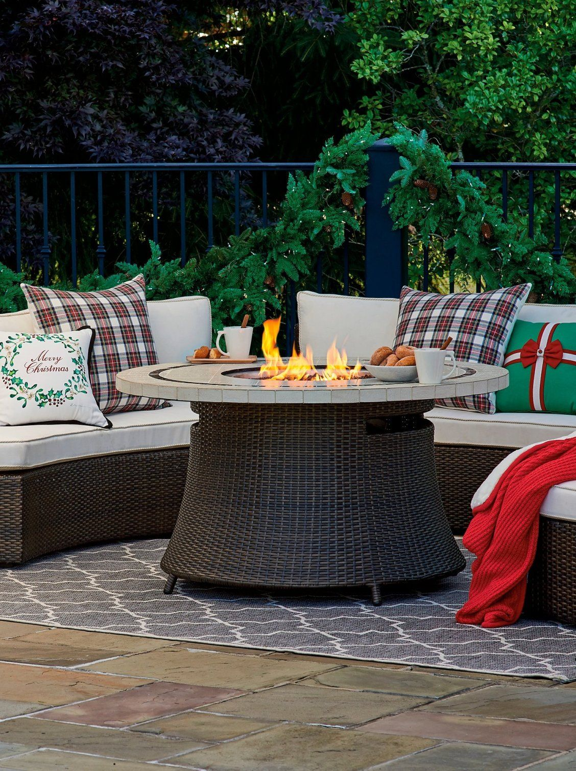 Friends and family will enjoy spending hours around our beautiful pasadena stone top fire table