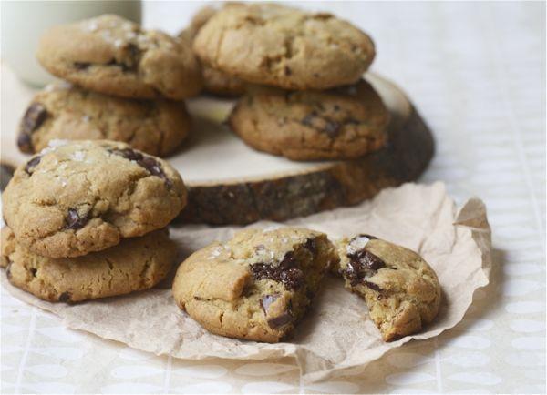 Salty Dark Chocolate Whole Wheat Chocolate Chip Cookies | Lecker