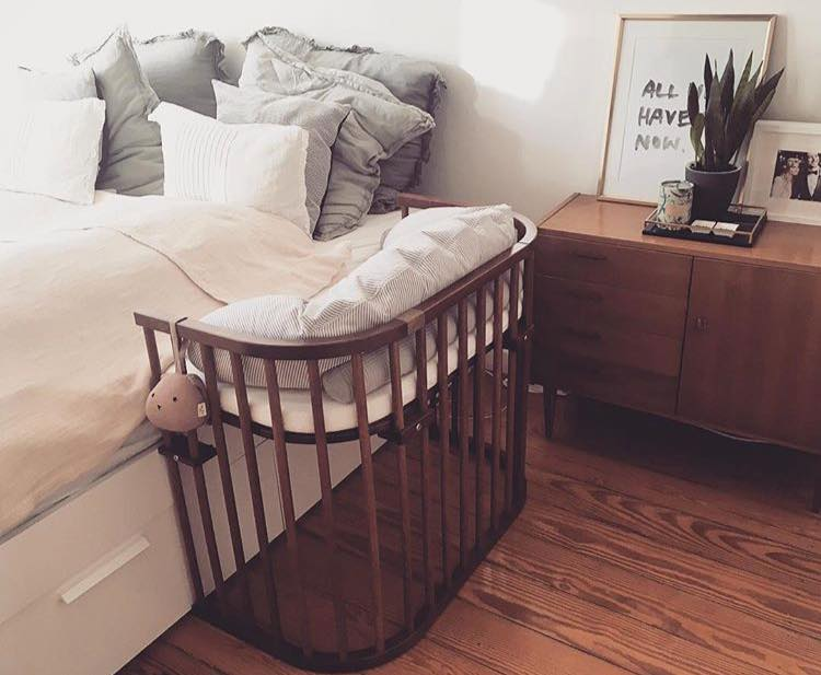 Pin By Lrd On Going To Be Meeeee In 2020 Co Sleeper Crib Cribs Parents Bedroom