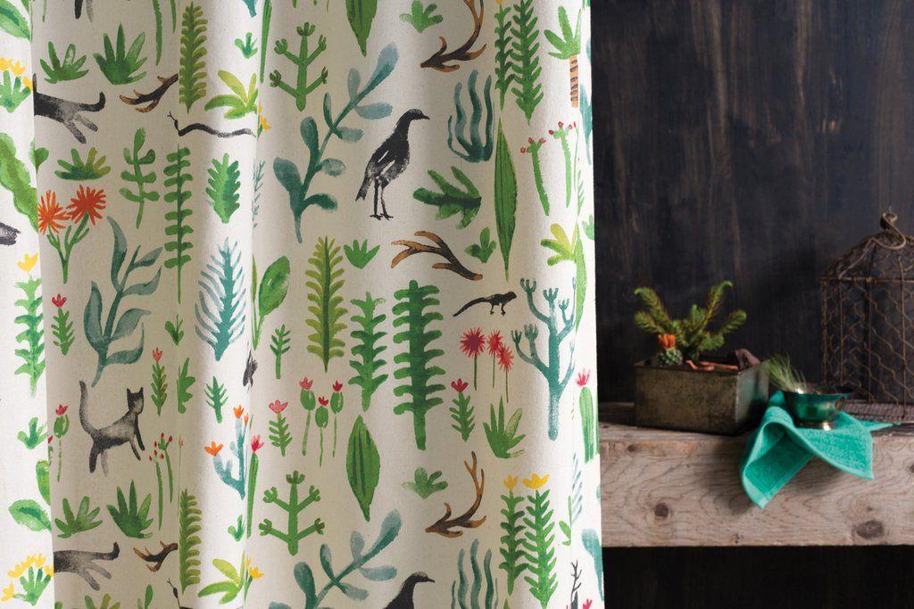 Dale un toque verde y refrescante a tu baño con este nuevo modelo de cactus y suculentas. Material: Algodón Medidas: 1.83 cm x 1.83 cm (Medida Standard, para