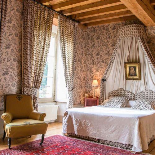The Sepia Bedroom – La Réserve